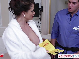 Scalding mom Eva Notty gives titjob
