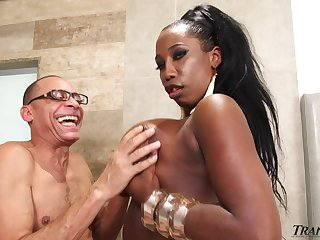 Horny grandpa is gonna fuck broad in the beam black tranny