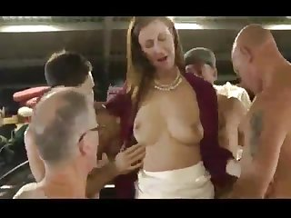 A redhead gets gangbanged readily obtainable the auto garage