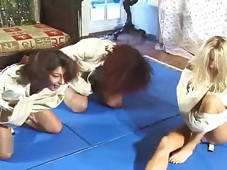 Straitjacket Struggling Competition