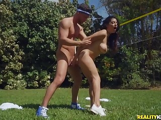 Hot Latina With Beamy Naturals Gabriela Lopez coupled with Seth Jeopardize Making Out outdoors