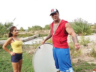 Wild outdoors shafting finale a muscular guy and an amateur chick